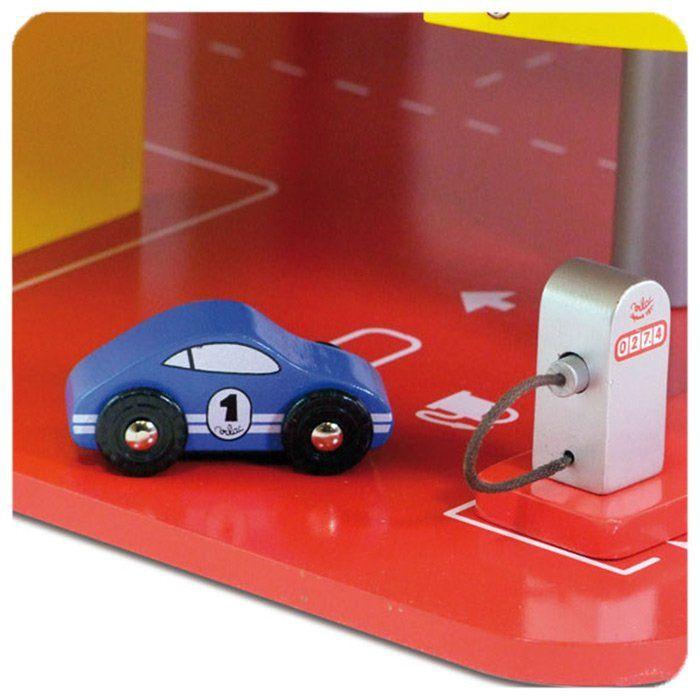 Garage giocattolo a tre piani di vilac un bel regalo per for 2 piani di garage per auto con soppalco
